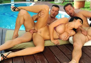 squirting threesome