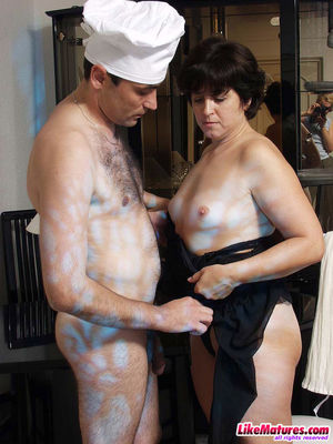 naked mature brunette
